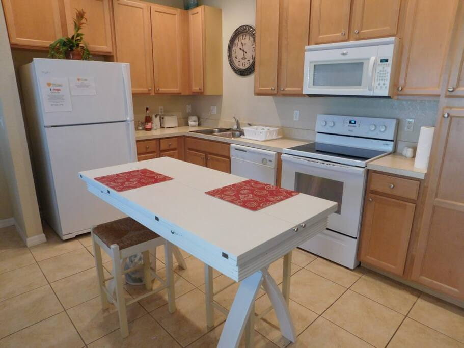 Kitchen Area W/Bar Stools