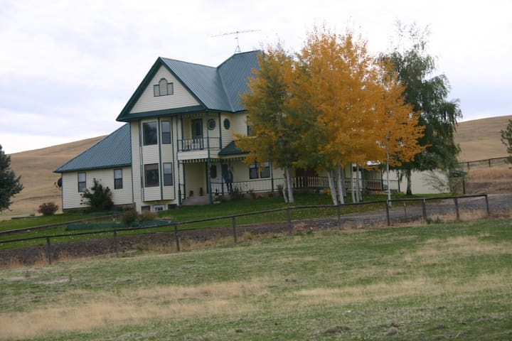 Lazy J Ranch Bed & Breakfast  Angel Room