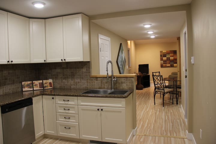 New two bedroom suite with separate entrance - Delta - Lejlighed