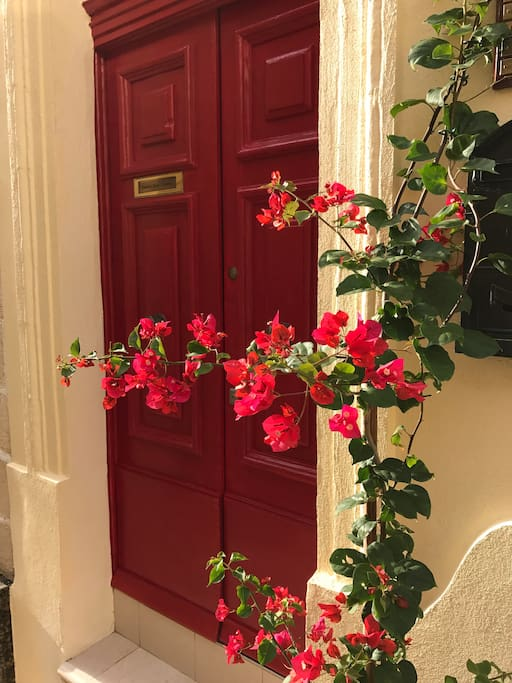 """Welcome to """"Cottonera Lines"""" guest house"""