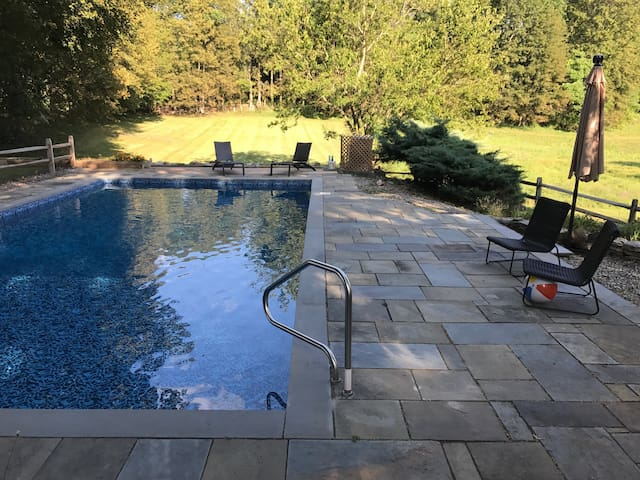 Perfect hudson valley w heated pool