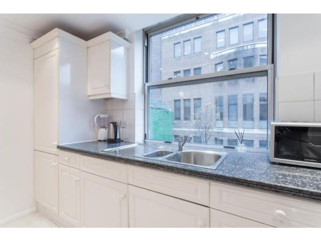 Luxury-Apartment-Ensuite with Bath-City View-2 bed