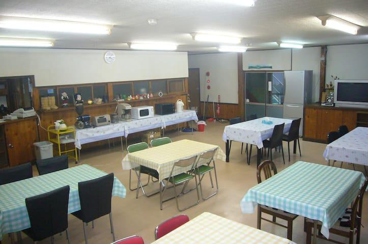食堂と厨房は、お客様が自由に使えます。