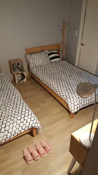 2 queen beds for two persons