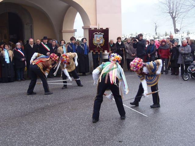 Danza delle spade in occasione della festa patronale:22 gennaio S. Vincenzo