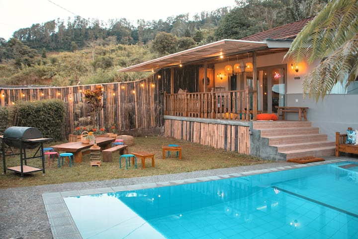 JEJE VILLA - A private little fantasy in PUNCAK