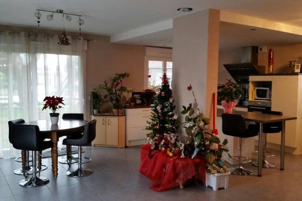 Chaleureuse suite parentale 25m2 maisons louer for Agencement suite parentale 25m2