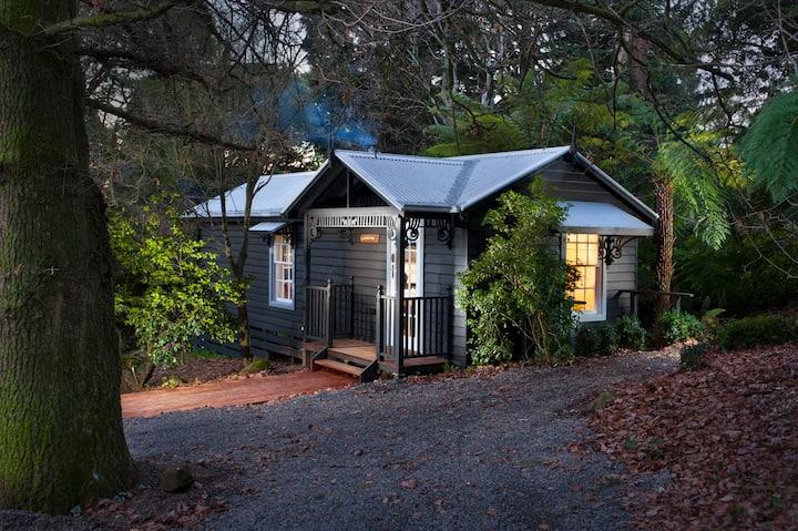 Leddicott Cottage and Woodland Gardens