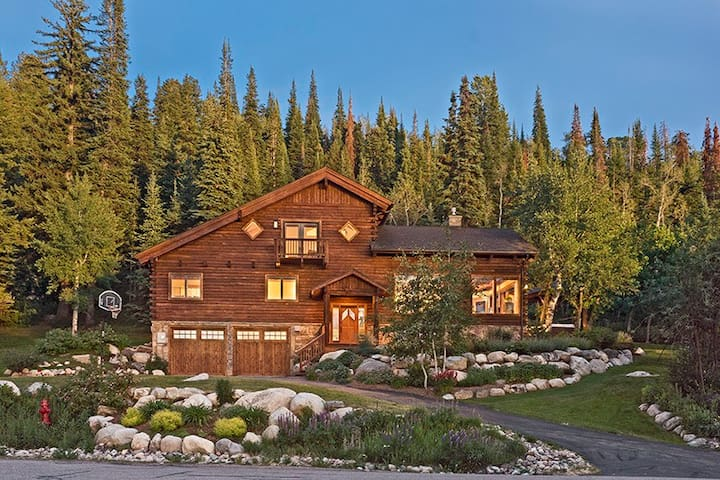 FLEXIBLE CANCELLATION | Oasis in Steamboat | Home Theatre | Private Hot Tub
