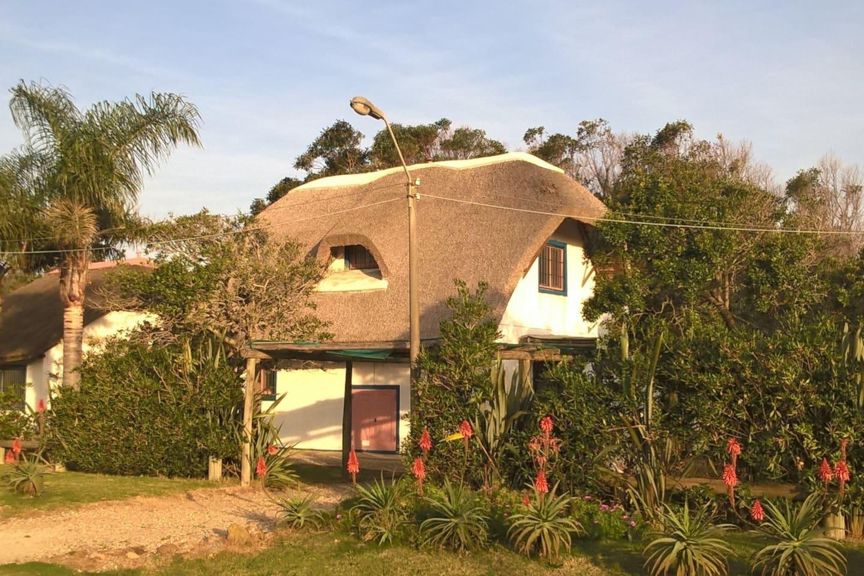 Hermosa casa para disfrutar , cerca del mar y con un predio importante .