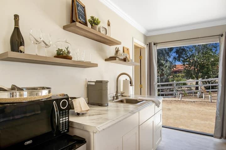 Brand new Cottage on 5 acre Tara Vineyard Estate