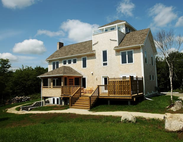 Seacrest Vacation Home - Ocean View, Walk to Beach