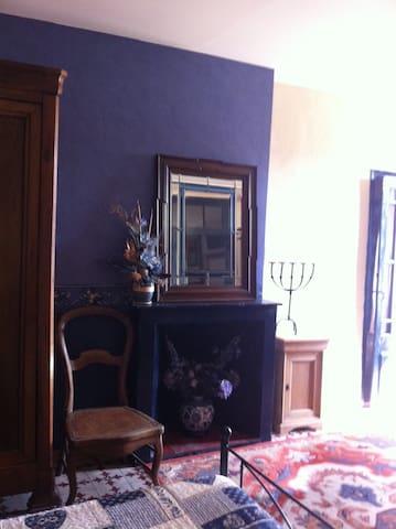 La Chambre Bleue et l'atelier du Mas des Fontaines