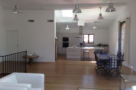 Apt Type loft 150 m2 Terrasse de toit 18m2 - Laroque-des-Albères