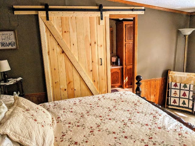 Sparrow's Suite has new barn door!