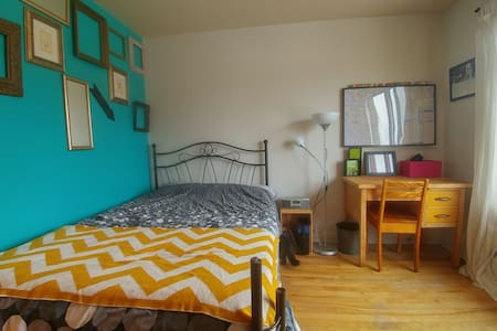 Amazing bed in a cosy appartment. 10 Mins from Mtl - Longueuil - Byt