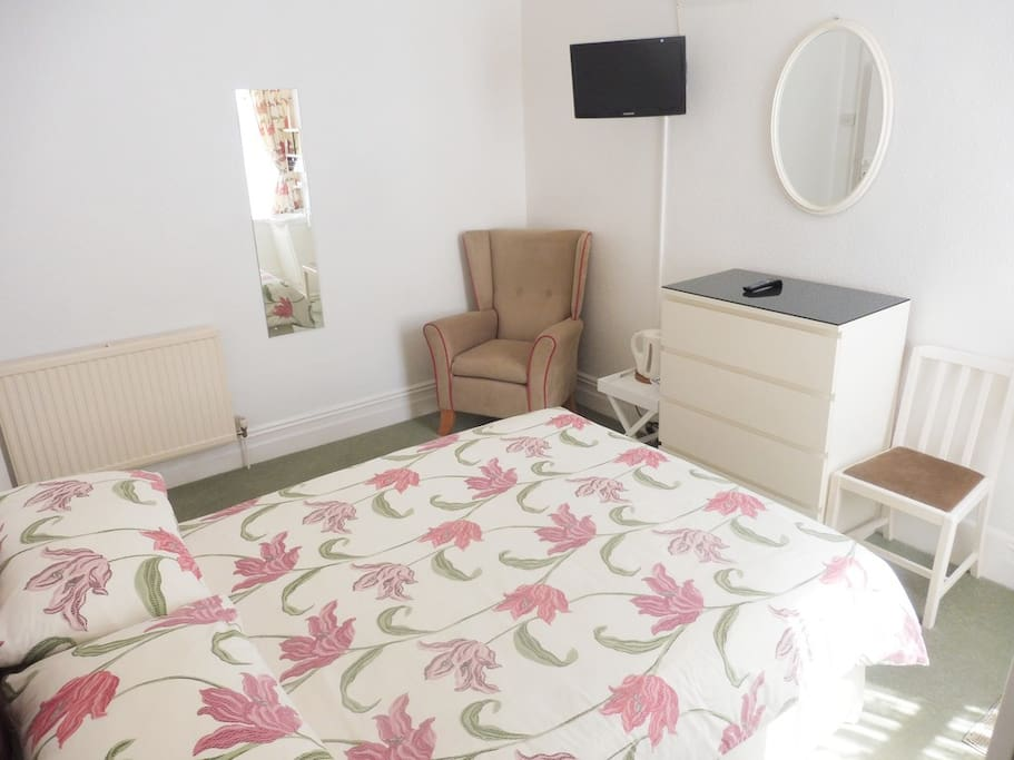 Large Double Bedroom serviced daily, with Flatscreen TV, Sink, Plenty of Storage plus complimentary Tea, Coffee and Biscuits. Plus fast Wi-Fi and fresh bedding and towels.