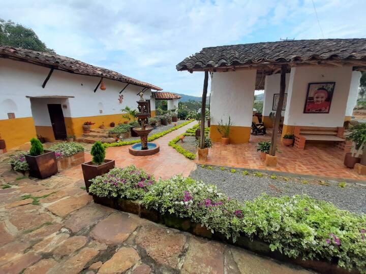 Casa Grande con una linda vista de Barichara.