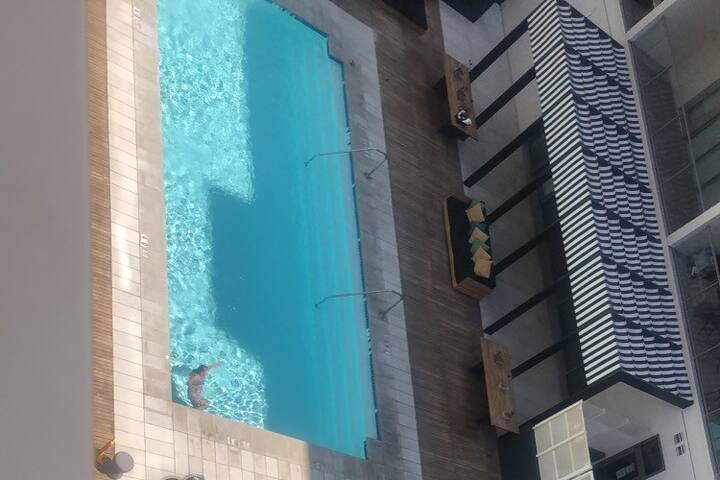 DTLA Studio Rooftop Oasis with City Views