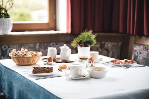 Nakvynė su pusryčiais (B&B)