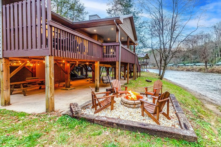 Riverfront Getaway w/ a Deck, Private Hot Tub, Free WiFi, & Gas Fireplace