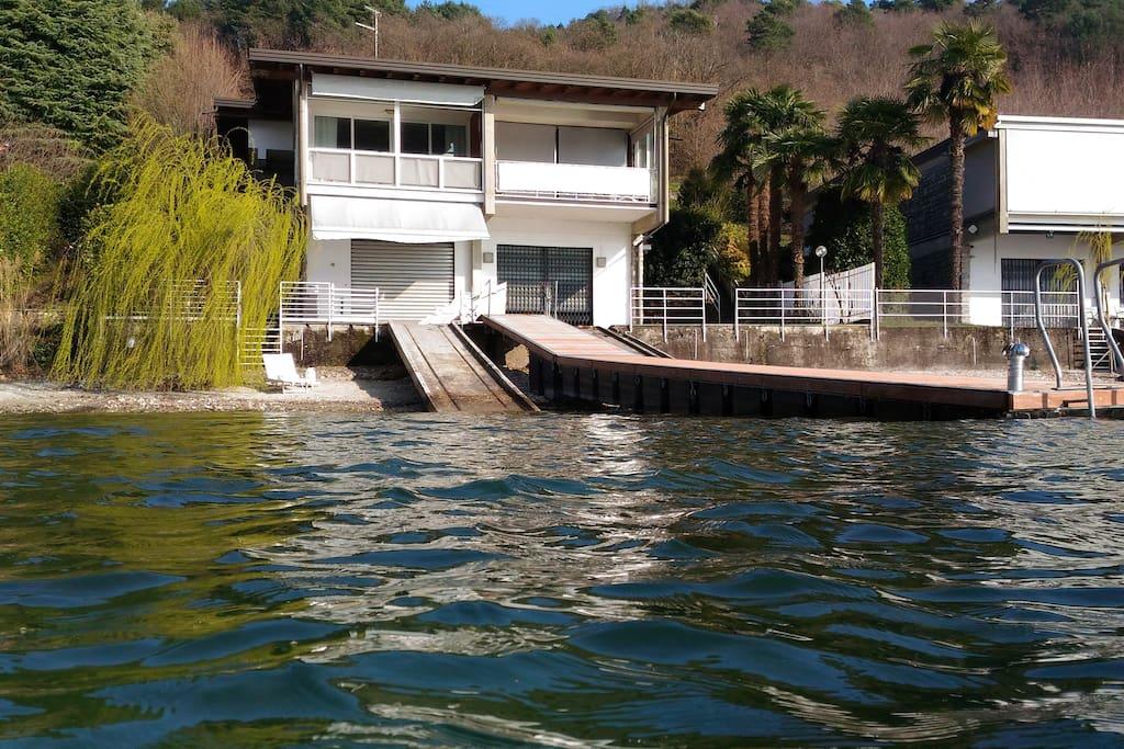 Casa con pontile e spiaggia privati cottage in affitto a for Affitto torino privati non arredato