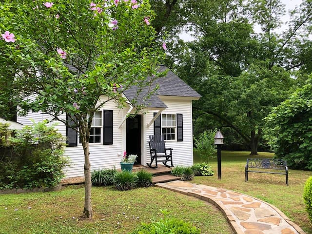 1861 One room Cottage - close to Serenbe, GA