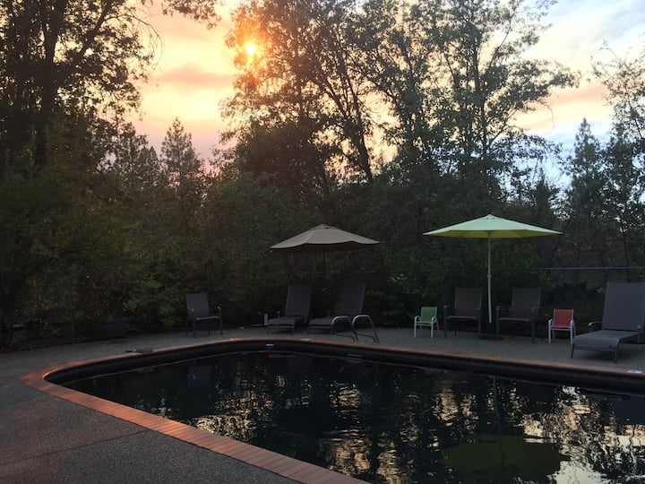 Pine Bluff House: Heated Pool Privacy Solar Energy