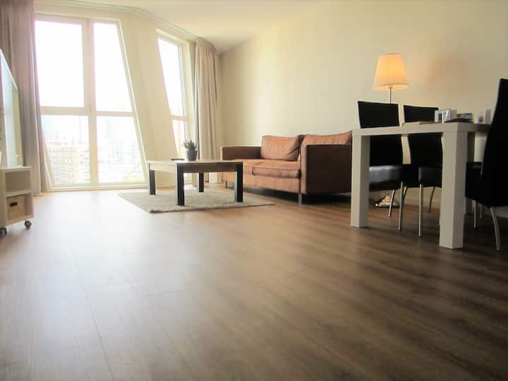 spacious 2 bed centre apartment with gym/parking