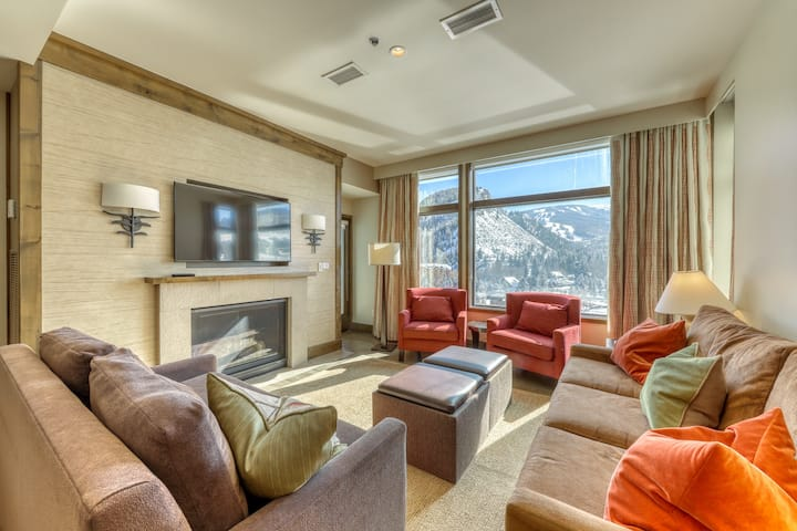 Resort condo w/fireplace, shared hot tubs & pool, onsite dining, & epic views!