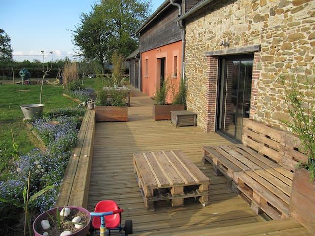 Maison de campagne moderne et champêtre - Les Touches - Hotel ekologiczny