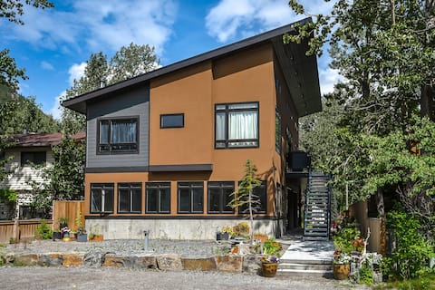 Private Suite in Mountains Town Near Canmore AB