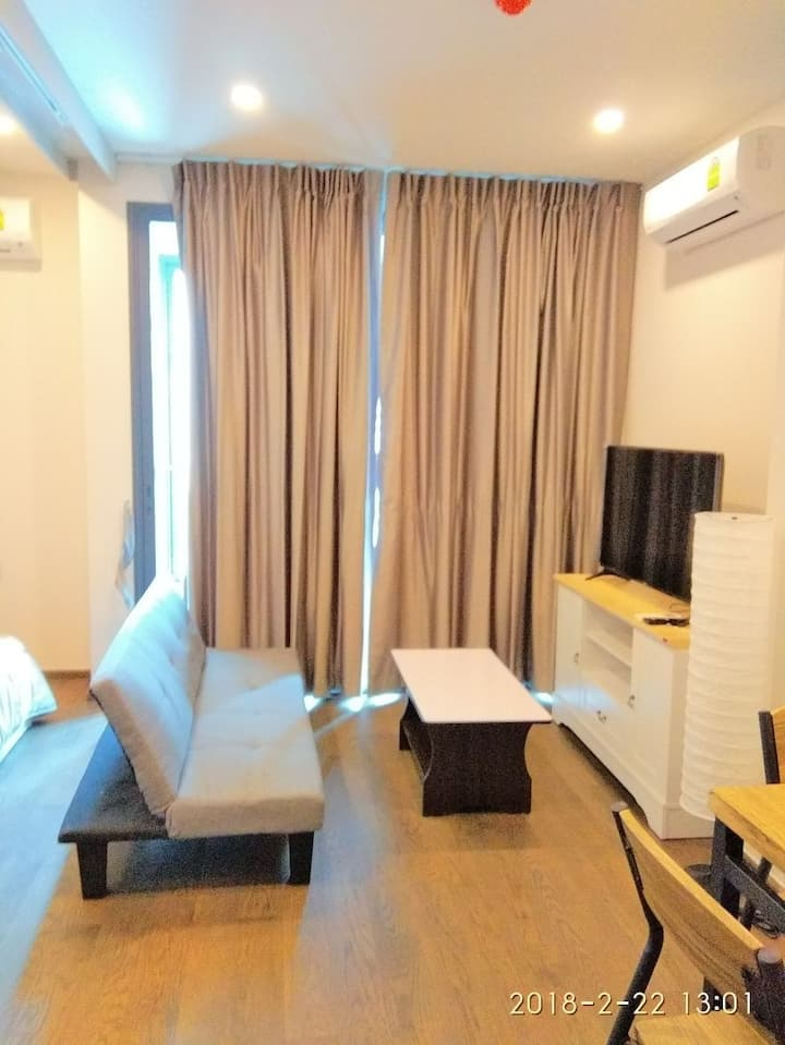 City condo with good accessibility from Airport