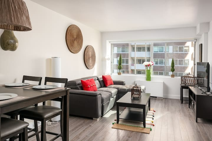 2 Amazing Bedroom Condo Near Mcgill and Concordia