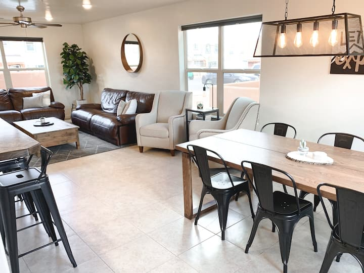 *NEW* minimalist townhome close to parks & trails