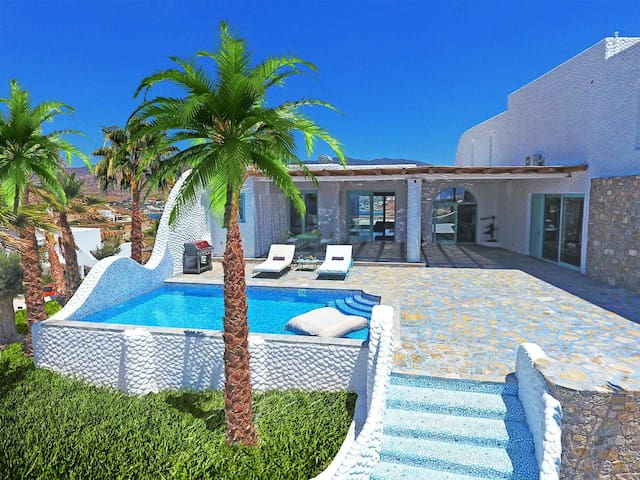 Three-Bedroom SeaView Villa,Private Pool & Jacuzzi