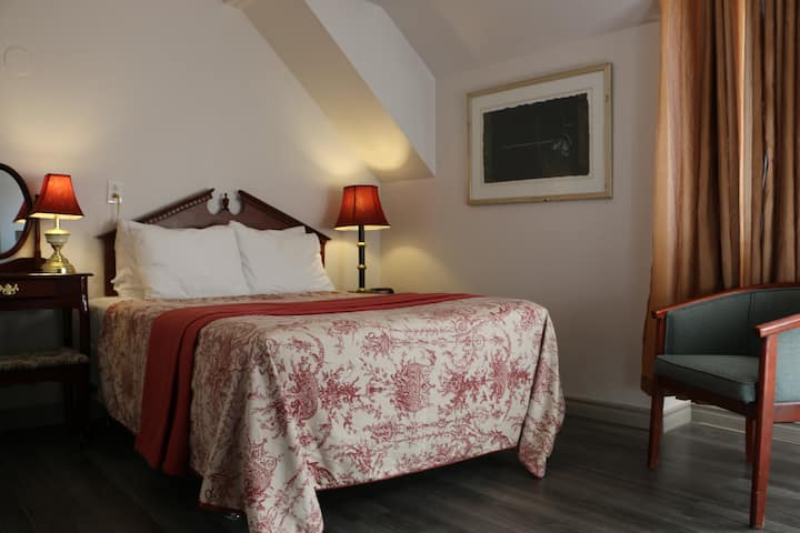 Auberge Manoir Ville Marie | Double Room