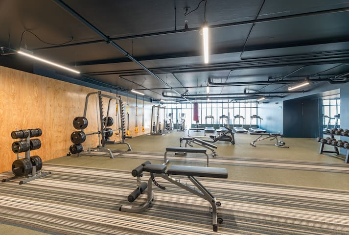 The gym on the 7th floor. Guests can make use of this for free.