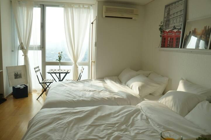 clean&cozy house @Exit 3 Hongik Univ Station 1 Min