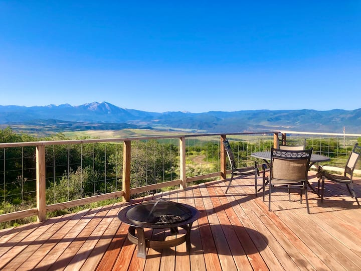 Luxurious Glamping Yurt with Amazing CO View