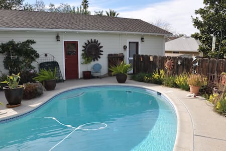 DETACHED CHARMING STUDIO! - Redlands