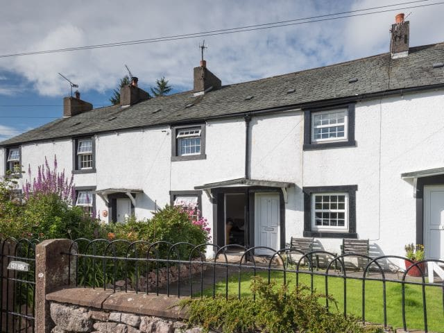 Wonderfully cosy cottage in the western lakes