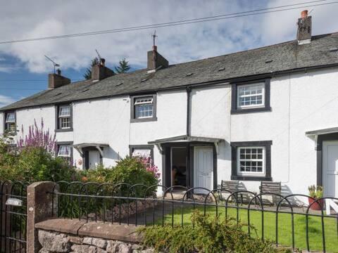 Cosy cottage in Eskdale sleeps 4, Great views