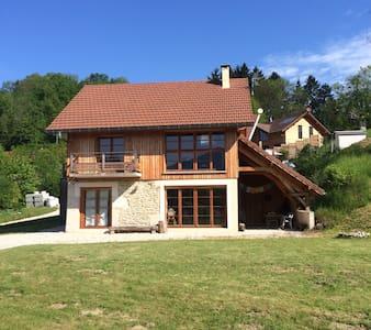 Superbe chalet à 2 pas du lac - Saint-Alban-de-Montbel - Haus