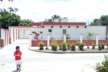 Habitación Independiente con Garaje en Holguin