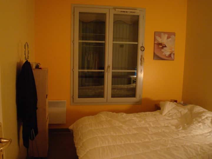 Chambre à louer dans un T3 à 10 mts de Genève