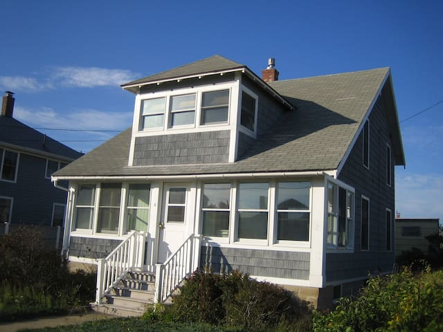 Ocean Park family and pet friendly beach cottage