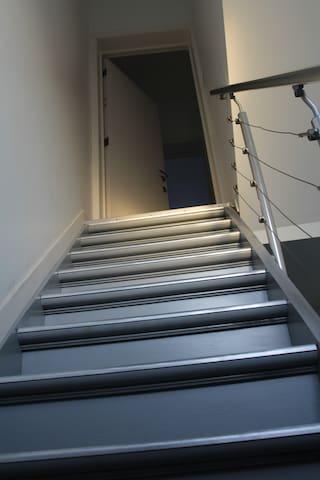 vers l'appartement