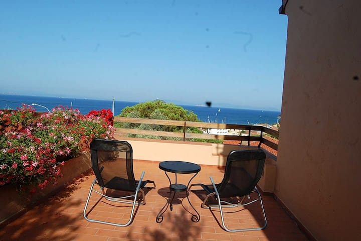 House with 3 bedrooms in Cavo, with wonderful sea view, enclosed garden and WiFi - 400 m from the beach