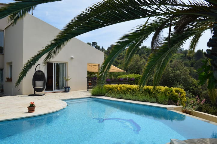 Bedrooms in Villa (swimming pool) and Naturopathy - St-Laurent-du-Var - Andre